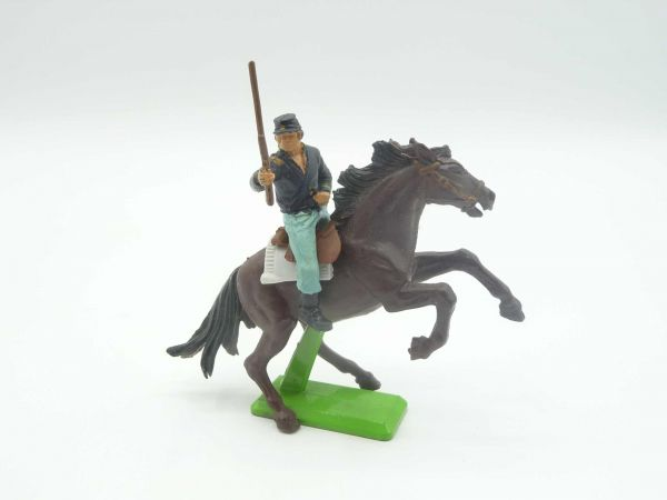 Britains Deetail Union Army soldier riding, rifle up