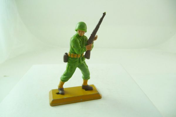 Britains Deetail Soldier with rifle at the ready - dark baseplate