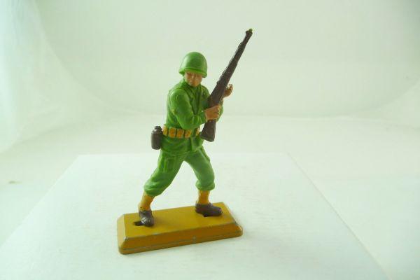 Britains Deetail Soldat mit Gewehr im Anschlag - dunkle Bodenplatte
