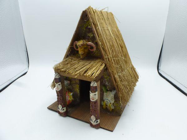 Holzhaus mit Strohdach - tolle Detailarbeit