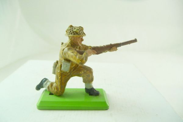 Britains Deetail English soldier kneeling firing