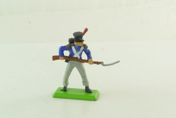 Britains Deetail Waterloo - French soldier going ahead with rifle