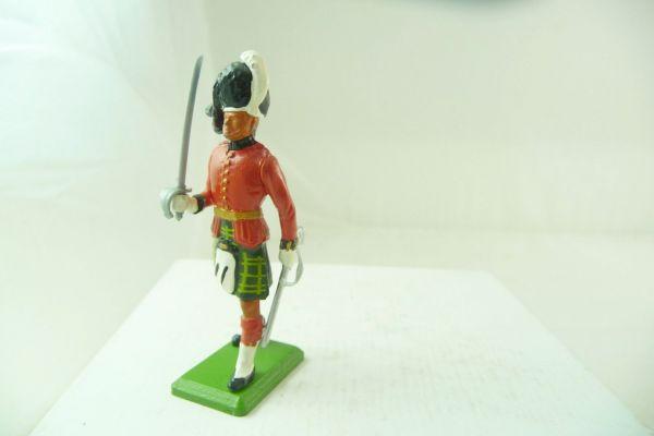 Britains Highlander, presenting sabre