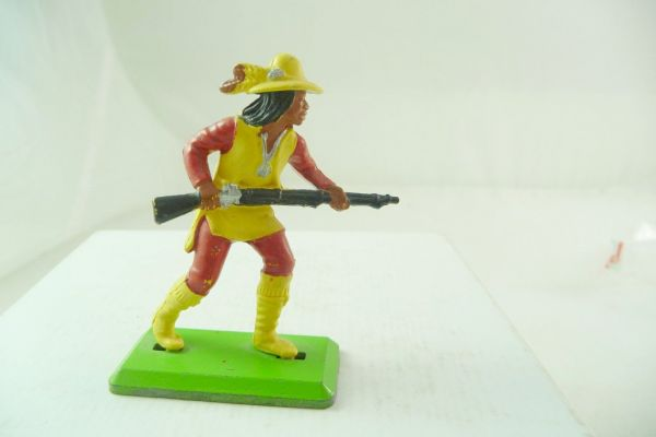 Britains Deetail Apache going ahead with rifle in front of the body, yellow/red