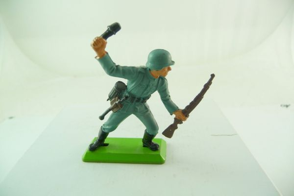 Britains Deetail German with stick grenade + rifle