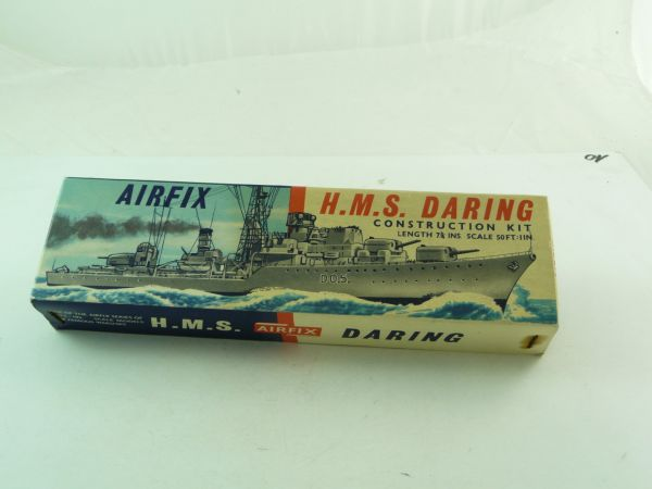 Airfix HMS Daring No. F35 (Scale 50 FT : IIN) - orig. packing, many parts on cast