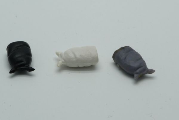 3 luggage bags (similar to Timpo Toys) in different colours