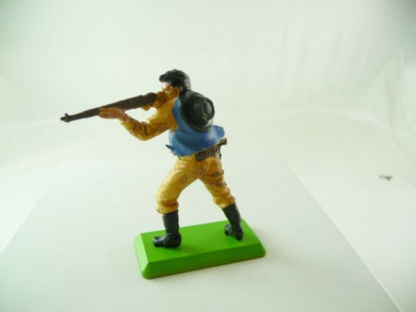 Britains Deetail Cowboy standing, firing with rifle, without hat