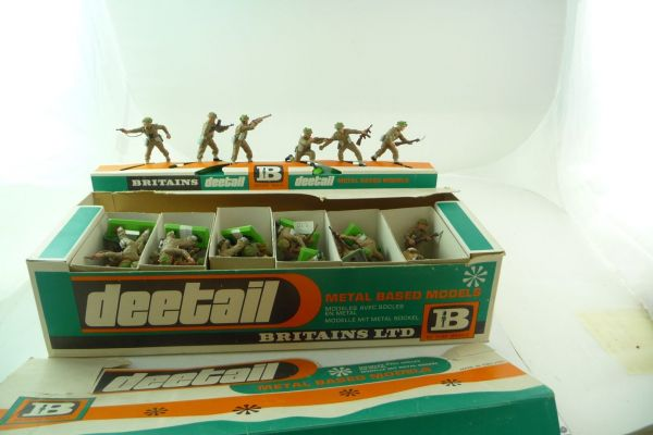 Britains Big sales box with 48 English soldiers, thereof 6 on display