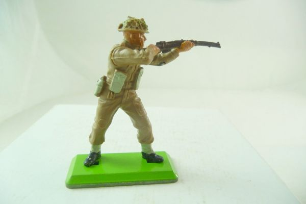 Britains Deetail English soldier standing firing with rifle (fixed arm)