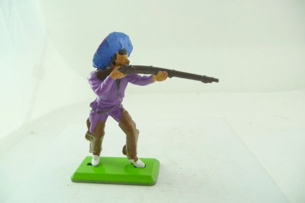 Britains Deetail Mexican standing firing, purple shirt, blue sombrero